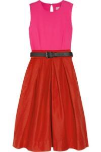 Línea de la pretina de falda más arriba, en la cintura  Paletones en la ropa
